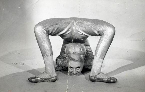 Brenda_contortionist