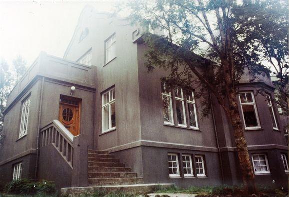 The_House_still1